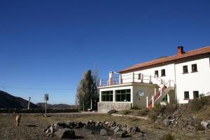 Vista lateral do refúgio Santo Antônio, em Vallecitos, Argentina.